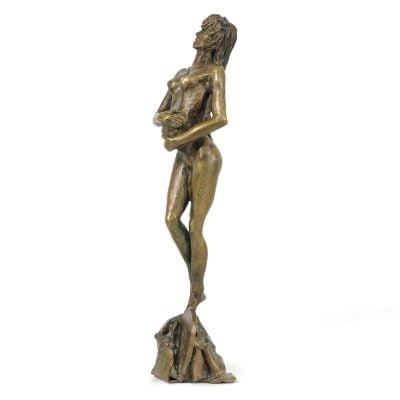 Femme protectrice, sculpture en bronze (30x8x7cm)