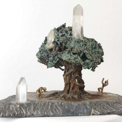 Arbre sacré, sculpture en bronze, cristal de roche, granit noir (30x40x30cm)