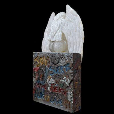 Arrivée de l'ange sur terre, sculpture en albâtre, pierre de Volvic (75x40x30cm)