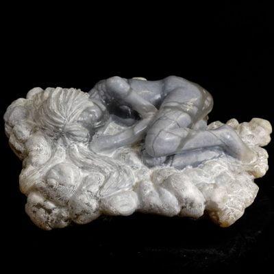 Dans un nuage, sculpture en Albâtre bleu du Brésil (20x40x35cm)