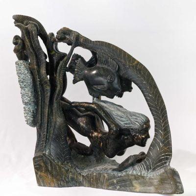 Océane, fille de l'océan, sculpture en Stéatite anthracite du Brésil (50x50x23cm)