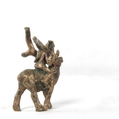 Fille au renne, sculpture en bronze (5x7x3cm)